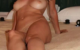 Pulpeuse brune cherche fabriquant d'orgasmes