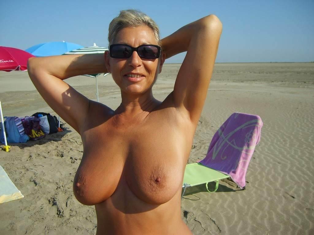 Femme célibataire de 58 ans cherche soirée coquine