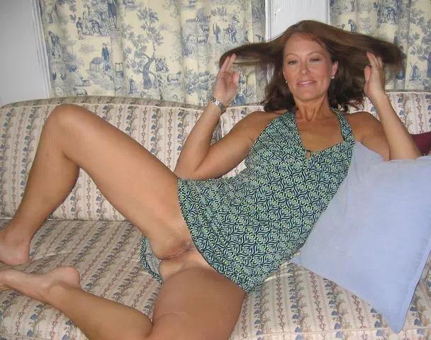 Une belle mature qui aime jouer la pute