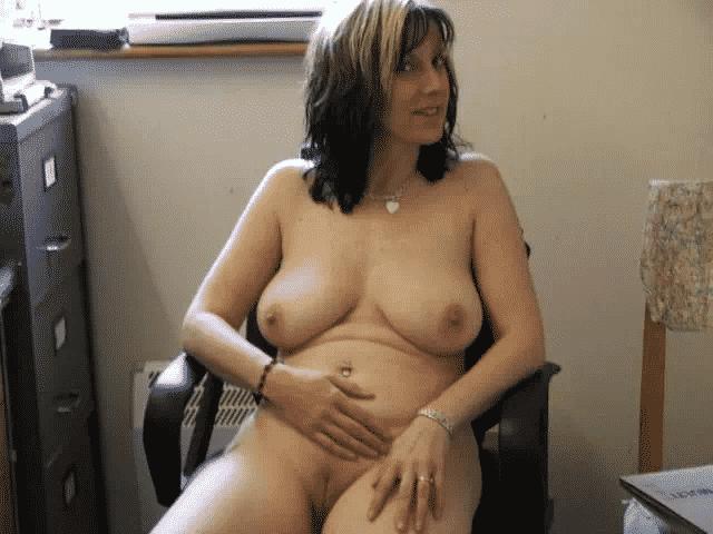 Femme mure offre son gros cul à pervers