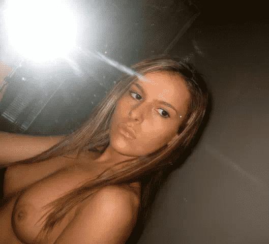 Cochonne mature offre son cul en pâture à chaud